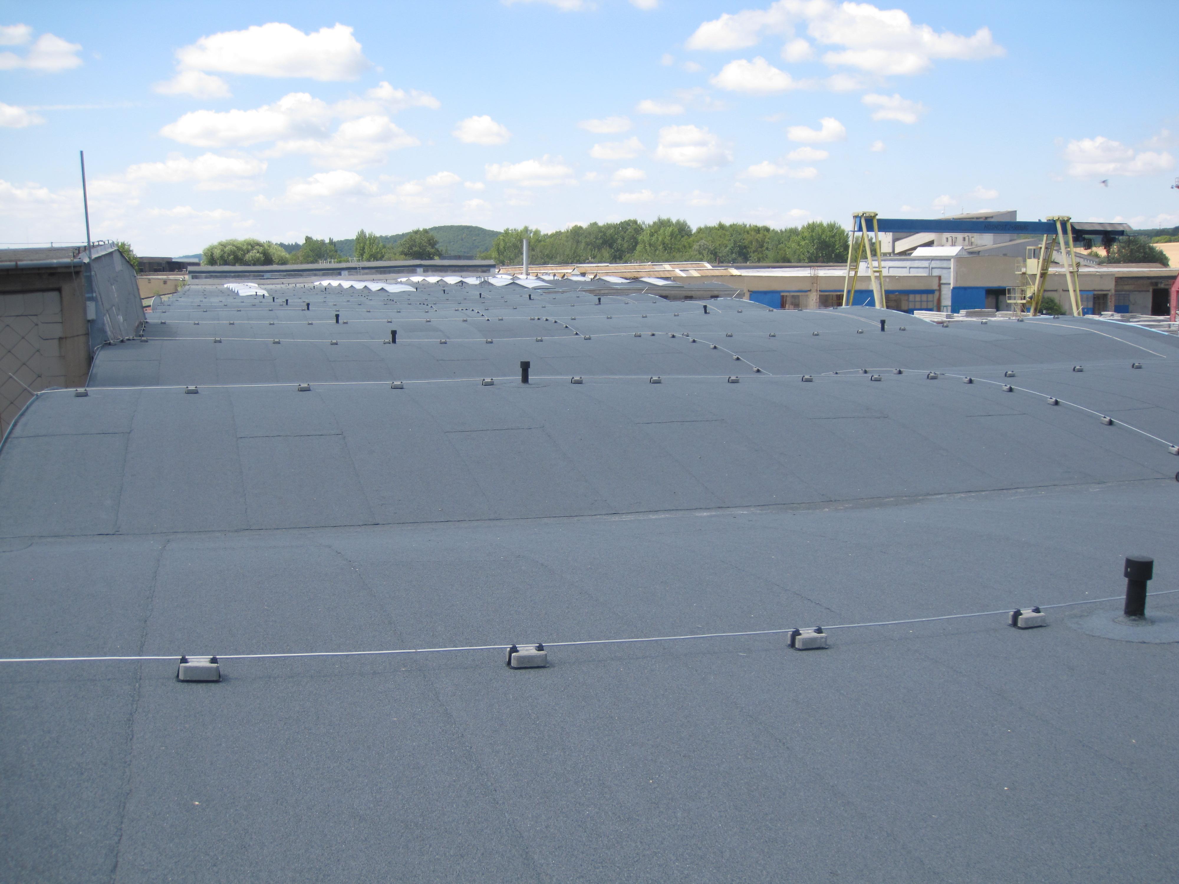 Izolace střechy haly KAMPOS - Kuřim
